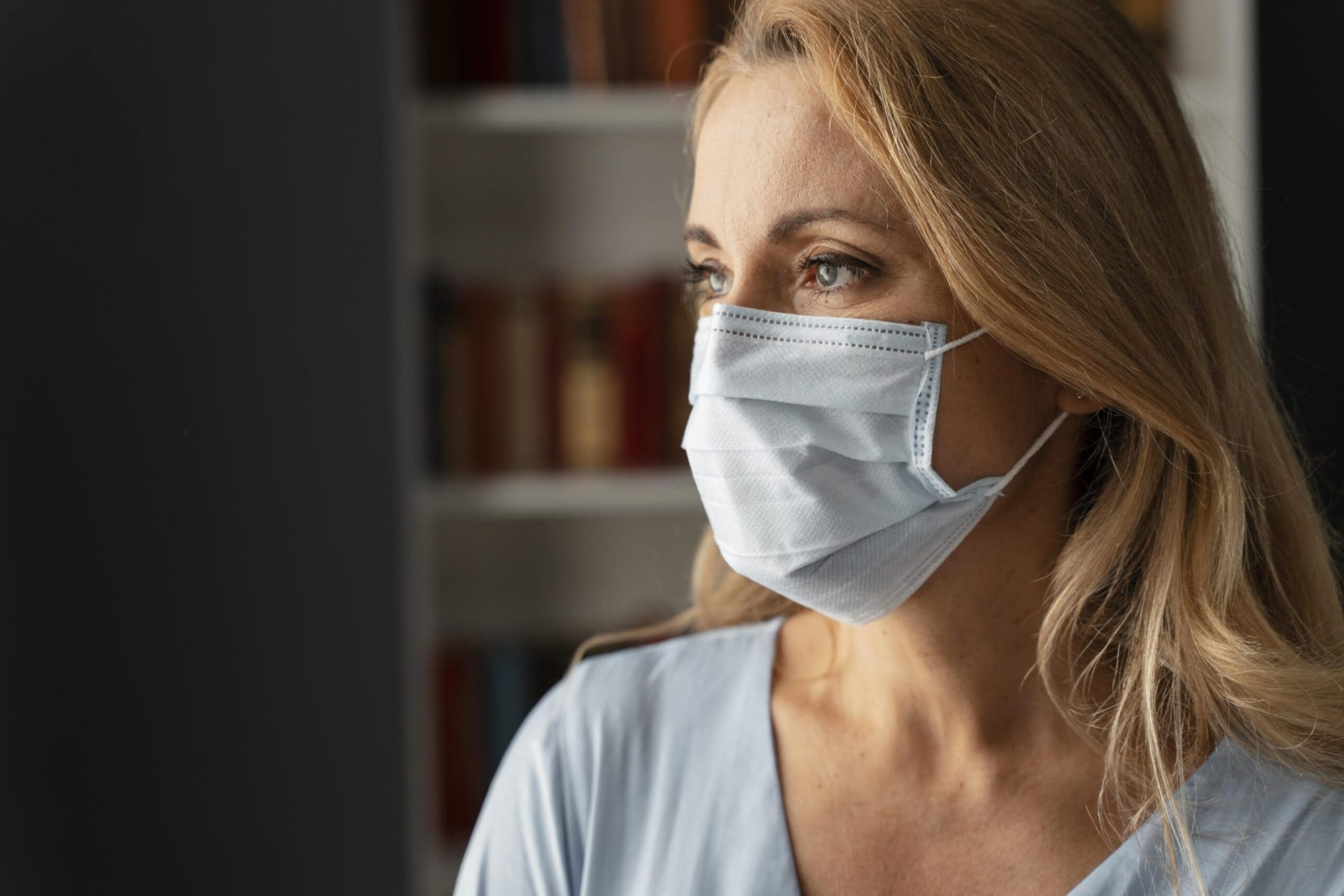 portrait-woman-counselor-with-face-mask-office